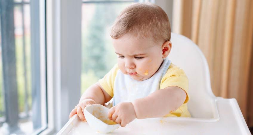 alimentacion-complementaria-bebé-comenzando-a-comer-y-conocer-la-textura-de-la-comida